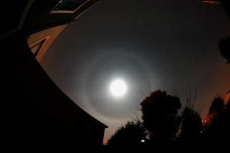 22_degree_halo_around_the_moon
